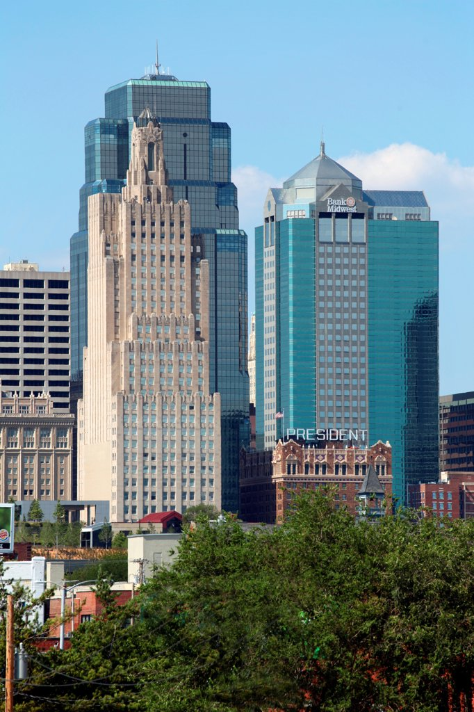 USA, Missouri, Kansas City, Contrasting office towers in Downtown : Stock Photo