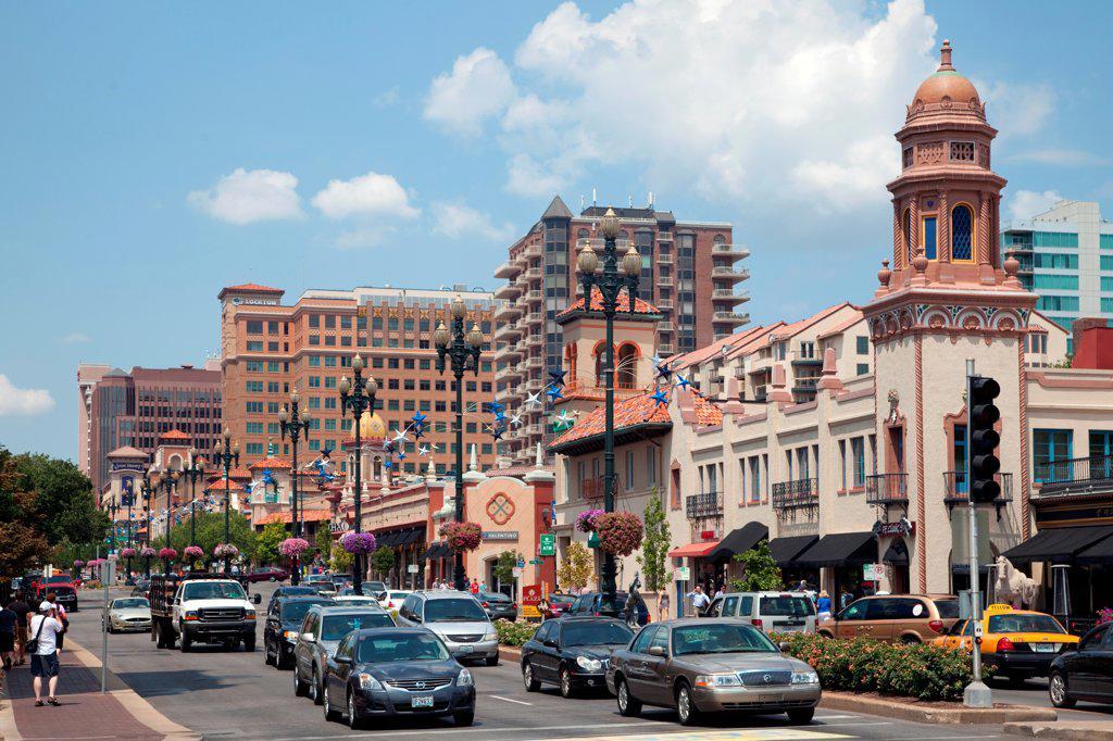 USA, Missouri, Kansas City, Retail along 47th Street on Country Club Plaza : Stock Photo