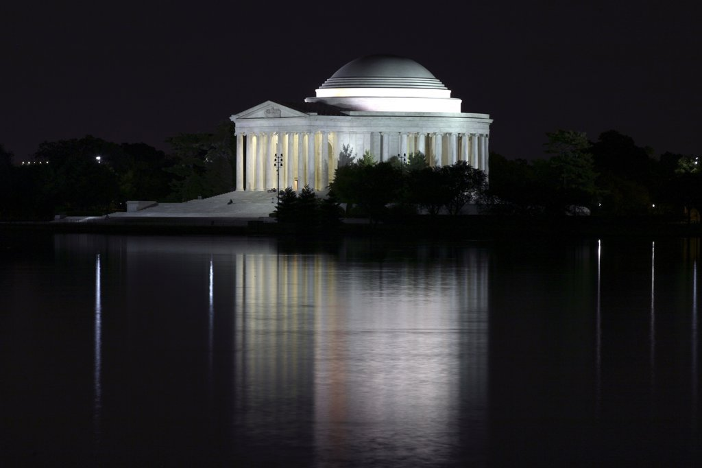 USA,   Washington,   DC,   Jefferson Memorial illuminated at night : Stock Photo
