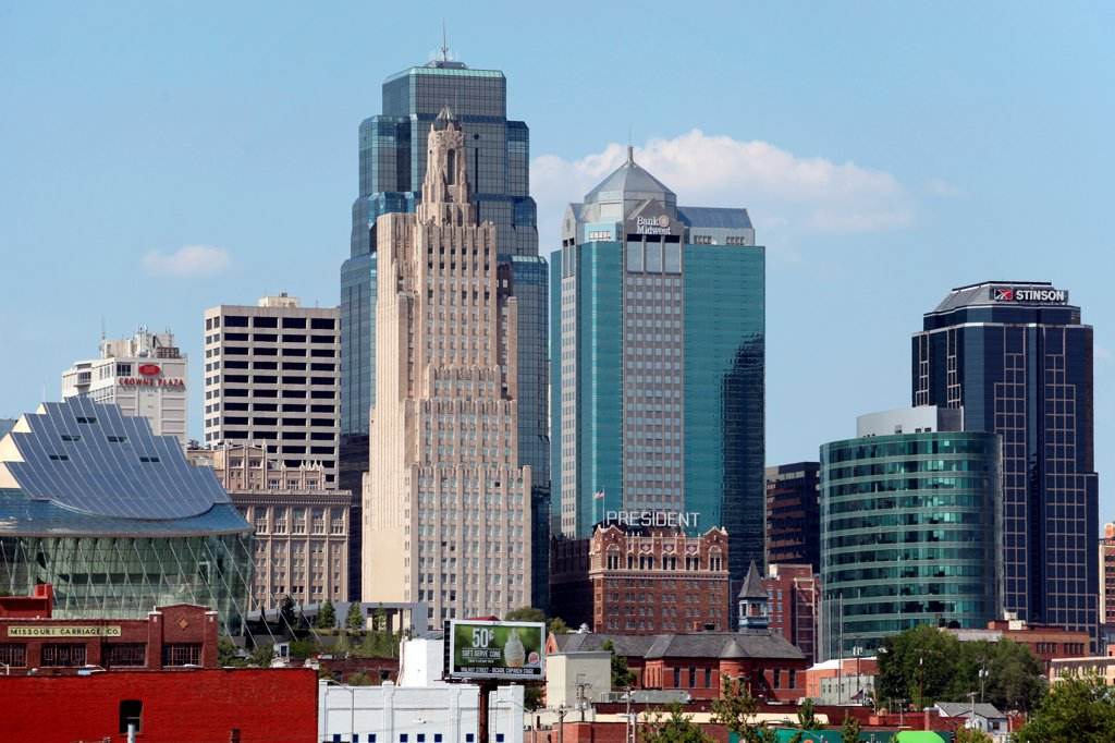 Stock Photo: 4017-3794 USA, Missouri, Kansas City, Contrasting office towers in Downtown