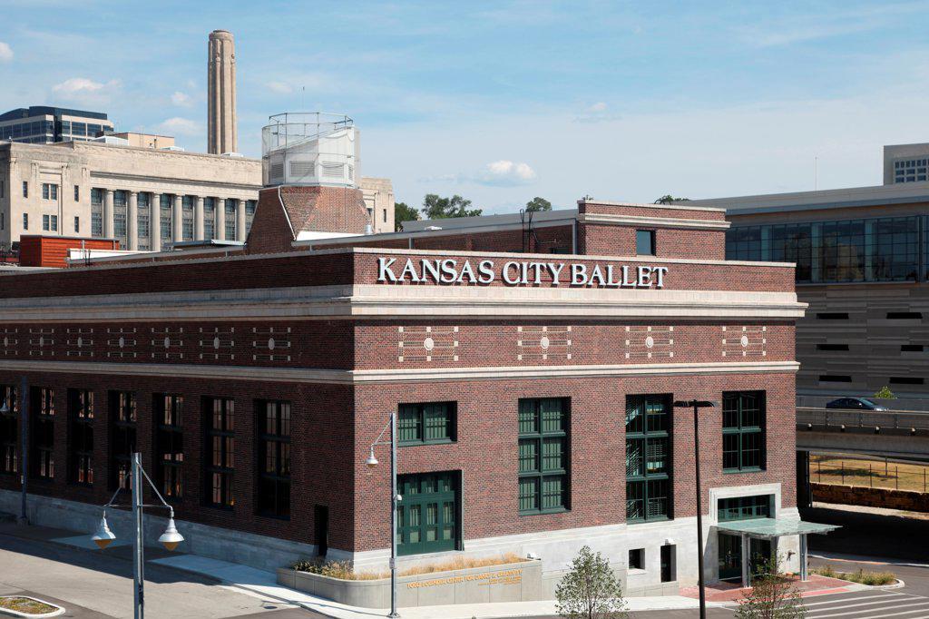 Stock Photo: 4017-3805 USA, Missouri, Kansas City, Ballet building near Union Station