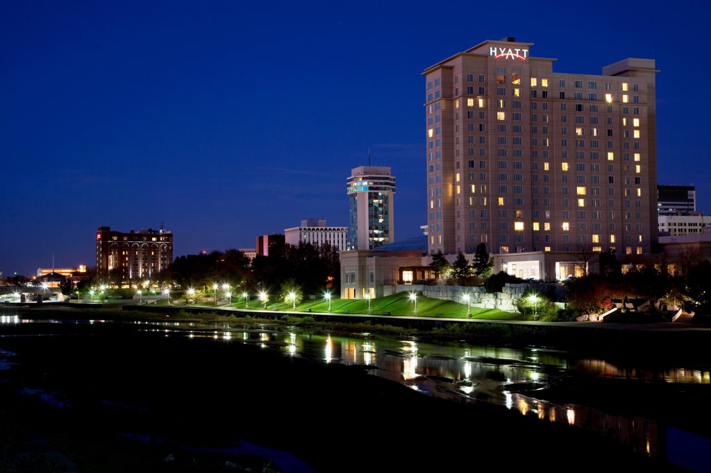 Stock Photo: 4017-3835 USA, Kansas, Wichita, Hotel at Century II Performing Arts and Convention Center along Arkansas River