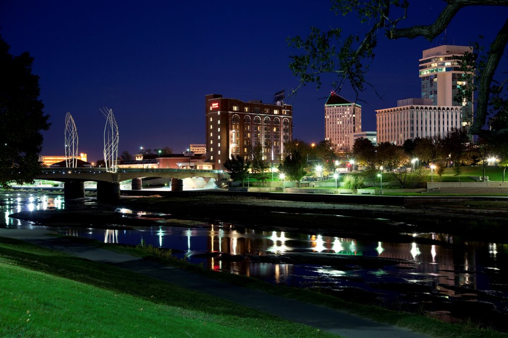 Stock Photo: 4017-3839 USA, Kansas, Wichita, Skyline along waterfront of Arkansas River at dusk