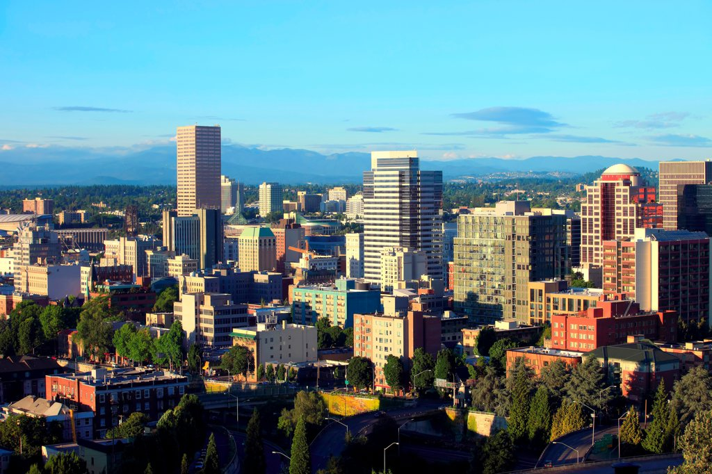 A view of the city skyline at sunset, Portland Oregon : Stock Photo