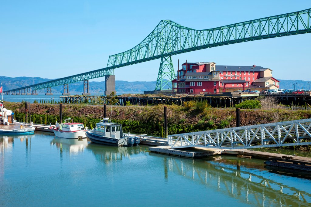 The Astoria bridge old cannery hotel and a small marina : Stock Photo