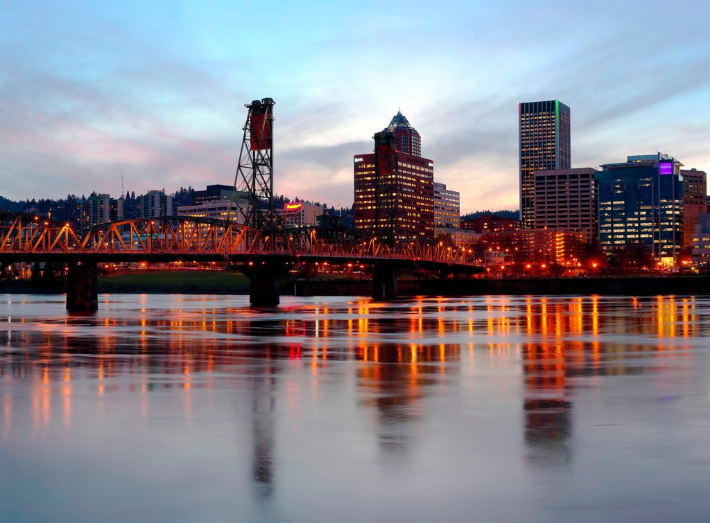 Skyline at dusk of Portland Oregon : Stock Photo