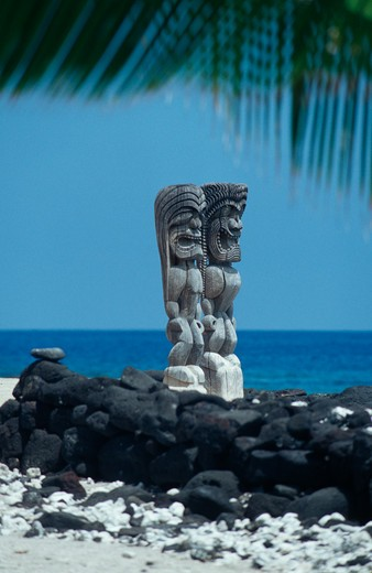 Statues at the coast, Puuhonua O Honaunau National Historical Park, Kona Coast, Big Island, Hawaii, USA : Stock Photo