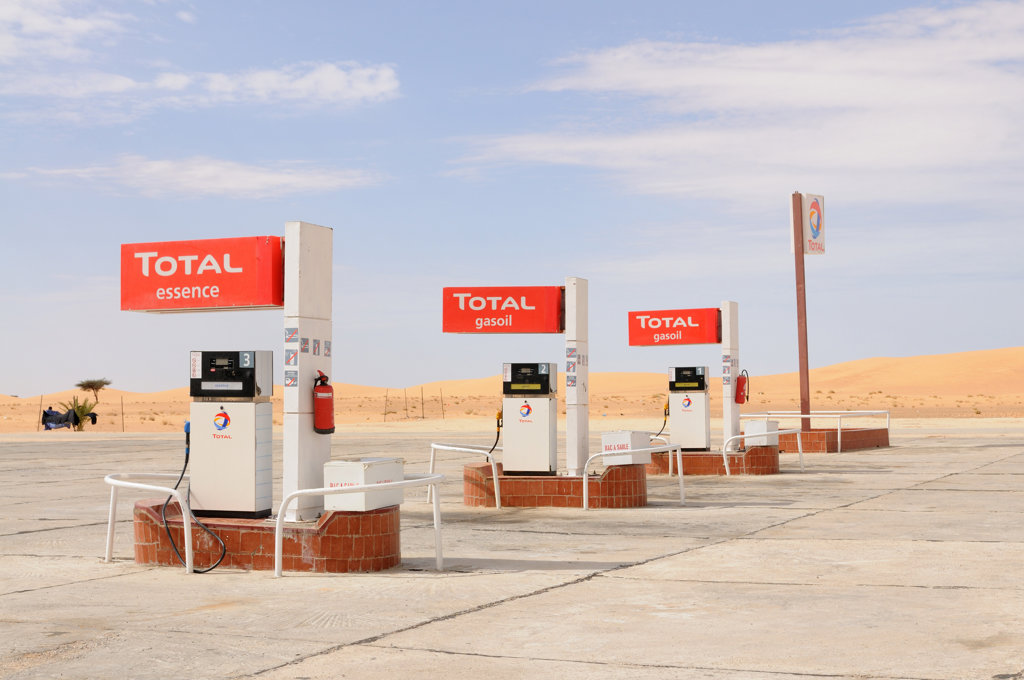 Stock Photo: 4021-1933 Mauritania, between Nouadhibou and Nouakchott, fuel station in Saharan desert