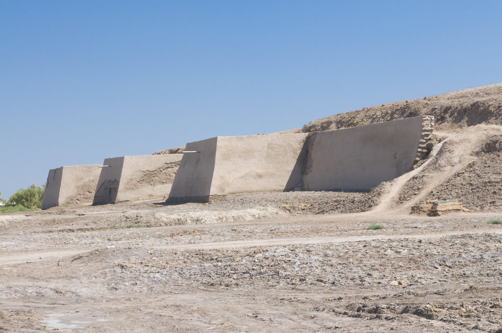 Turkmenistan, Konye Urgench, Old wall for defense : Stock Photo