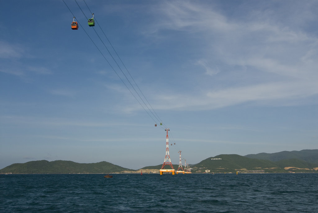 Vietnam, Nha Trang, Gondola linking mainland china with island of Hon Tre : Stock Photo