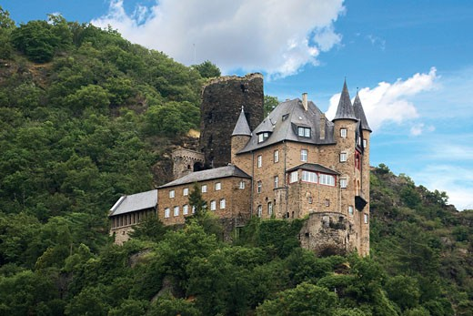 Germany, Sankt Goarshausen, Sankt Goarshausen Castle on the Rhine River, River cruise. : Stock Photo