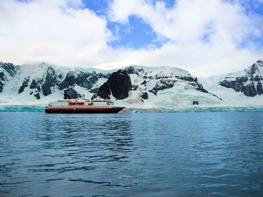 A cruise ship anchored in Neko Harbor, Gerlache Strait, Antarctic Peninsula, Antarctica, Polar Regions : Stock Photo