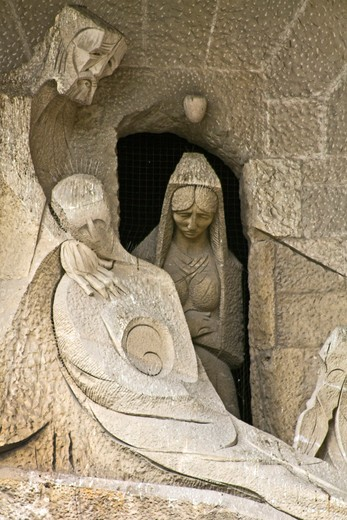 Barcelona, Catalonia, Spain, statues and stonework of  the Passion Facade of  the Temple of Sagrada Familia, by architect Josep Maria Subirachs. Death and burial of Jesus witnessed by Mary and Joseph : Stock Photo