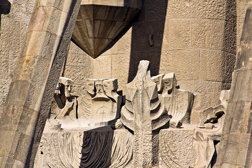 Barcelona, Catalonia, Spain, statues and stonework of  the Passion Facade of  the Temple of Sagrada Familia, by architect Josep Maria Subirachs. The last supper. : Stock Photo