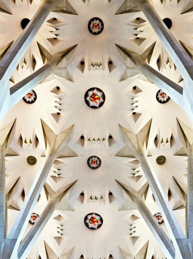 Barcelona, Catalonia, Spain, the ornate columns and ceiling of the Interior of Sagrada Familia : Stock Photo