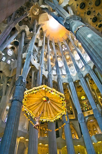 Barcelona, Catalonia, Spain, ornate alter, stained glass window, columns and ceiling of the Interior of Sagrada Familia : Stock Photo