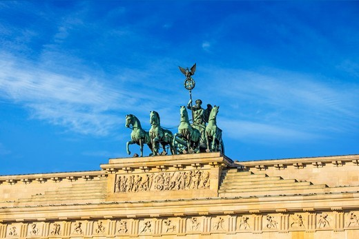 Stock Photo: 4028-3222 Berlin, Germany, Close-up of the Quadriga atop the Brandenburg Gate (Brandenburger Tor).