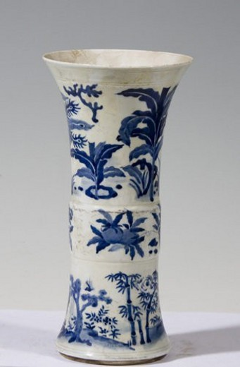 White and blue porcelain vase (Qing Dynasty) : Stock Photo
