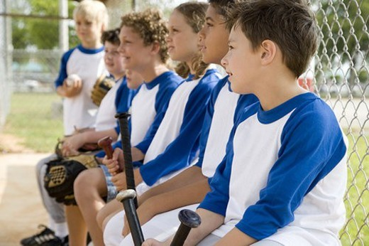 Stock Photo: 4029R-128661 Side view youth league baseball team waiting to bat