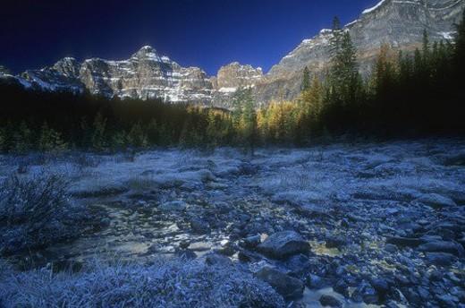 Mountainous scenery : Stock Photo
