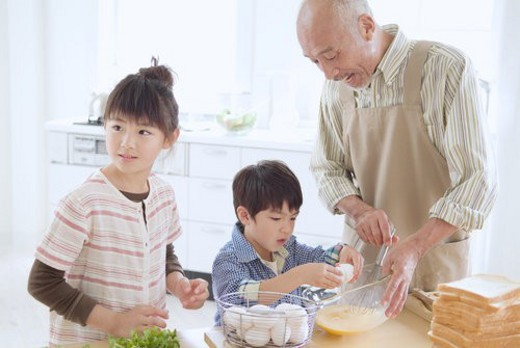 The Grandpa And Grandchild Who Cook : Stock Photo