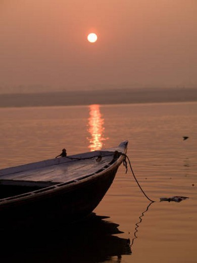 Stock Photo: 4029R-133215 Varanasi, India - Life on the Ganges