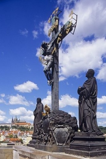 Statue at base of cross : Stock Photo