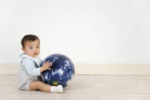 Stock Photo: 4029R-138700 Baby Holding Globe