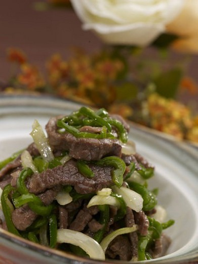 cuisine, food styling, food, flower, decoration, stir-fry beef and green pepper : Stock Photo