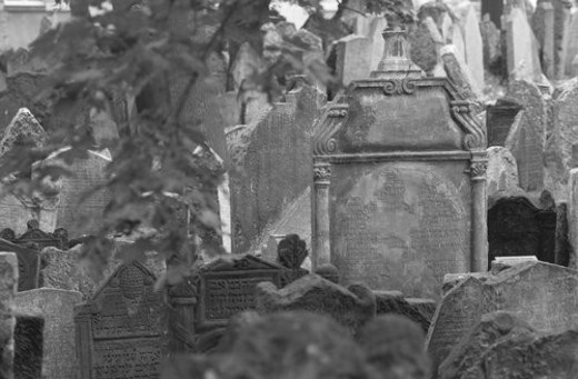 Stock Photo: 4029R-160110 Tomb stones at a Jewish establishment in Prague
