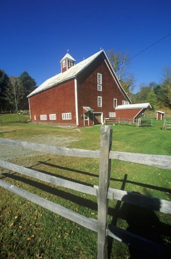 Stock Photo: 4029R-160523 Red barn with fence