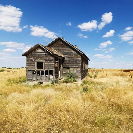 Stock Photo: 4029R-177421 Dilapidated Abandoned House