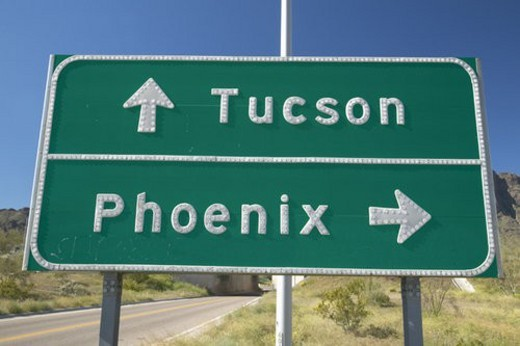 A interstate highway sign in Arizona directing traffic to Tucson and Phoenix : Stock Photo