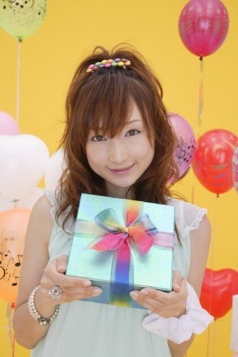 Stock Photo: 4029R-179881 Portrait of a teenage girl holding a gift box