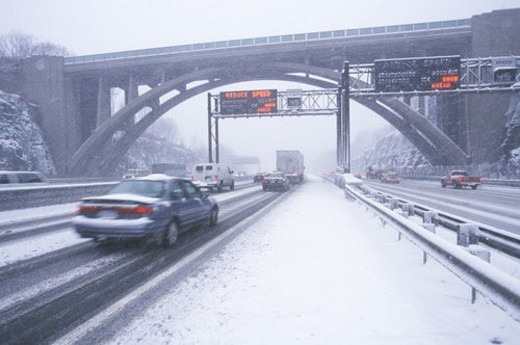 Stock Photo: 4029R-181839 Cars in winter storm