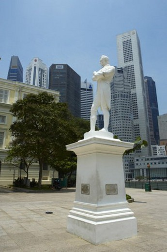 Statue of Sir Thomas Stamford Raffles : Stock Photo