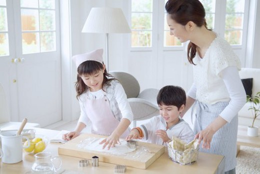 Stock Photo: 4029R-208923 Parent And Child Who Make Sweets