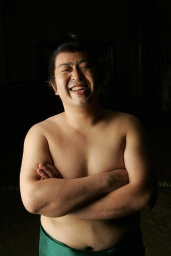 Sumo wrestler standing with folded arms : Stock Photo