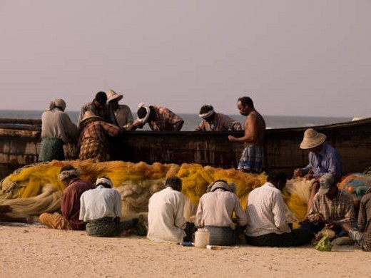 Stock Photo: 4029R-240972 Fisherman on the beach of Arabian Sea