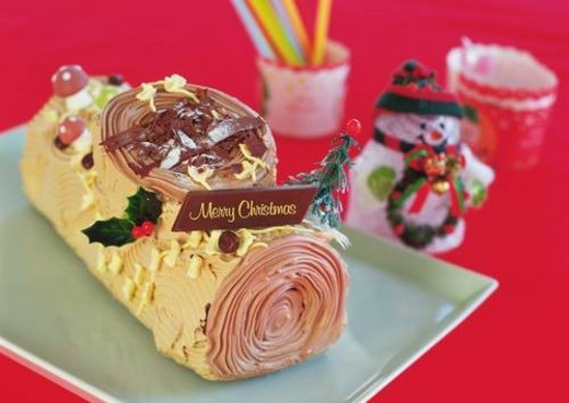 Stock Photo: 4029R-27249 Christmas cake rolled up and covered with chocolate cream, Yolu log