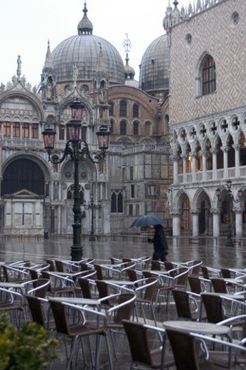 Stock Photo: 4029R-281214 Domes of Basilica San Marco with side facade