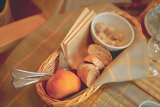 Stock Photo: 4029R-284371 decoration, bread, object, basket, napkin, bowl