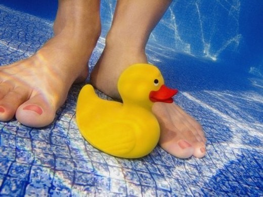 Stock Photo: 4029R-286268 Toy at the bottom of a pool