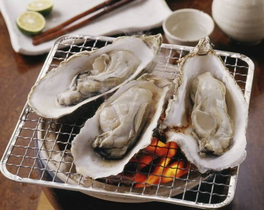 Stock Photo: 4029R-287854 Grilled oyster with charcoal fire
