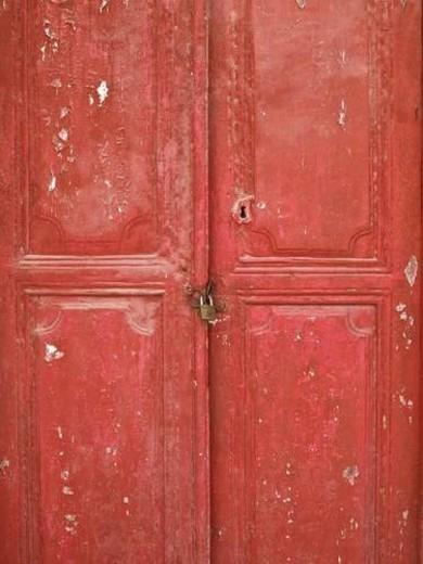 Stock Photo: 4029R-288470 Weathered wooden door