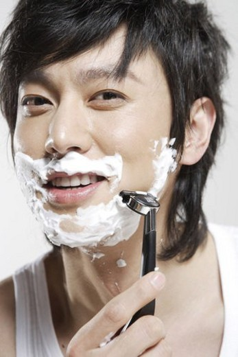 Stock Photo: 4029R-296938 Young man shaving with blade