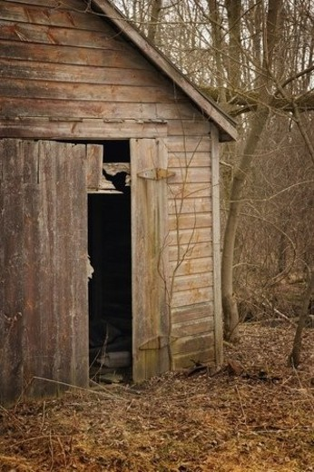 Stock Photo: 4029R-308550 Old abandoned barn