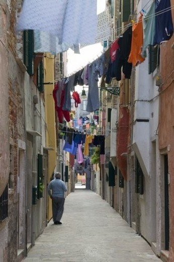 Narrow pedestrian street with hanging laundry : Stock Photo