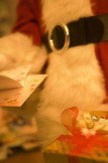 Stock Photo: 4029R-32348 Santa Claus holding a Christmas card