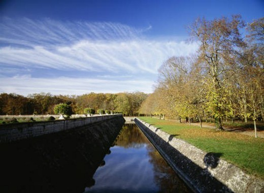 Moat at Chenonceaux castle, Loire Valley, France : Stock Photo